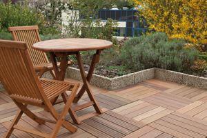 S'ils se passent de traitements de préservation, les bois exotiques ont en revanche besoin de traitements de protection. Photo : Siplast