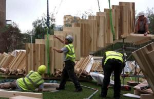 Ce type de panneau structurel est généralement fabriqué à partir de bois résineux, mais le projet de Londres démontre qu'il existe un réel potentiel d'utilisation pour le bois de tulipier, un bois feuillu américain abondant, relativement bon marché et très performant mécaniquement.