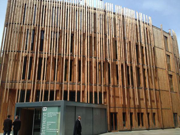 batijournal nantes montage de la structure bois du b timent b batijournal