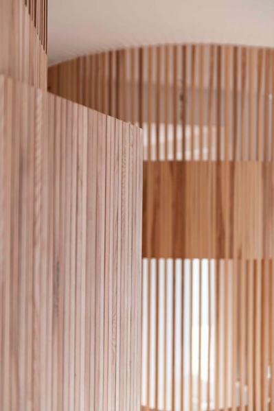 batijournal un crin en bois pour un appartement parisien batijournal. Black Bedroom Furniture Sets. Home Design Ideas